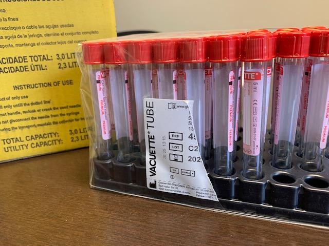 Testagem em massa – Colaboradores da Fadesp realizam exame sorológico